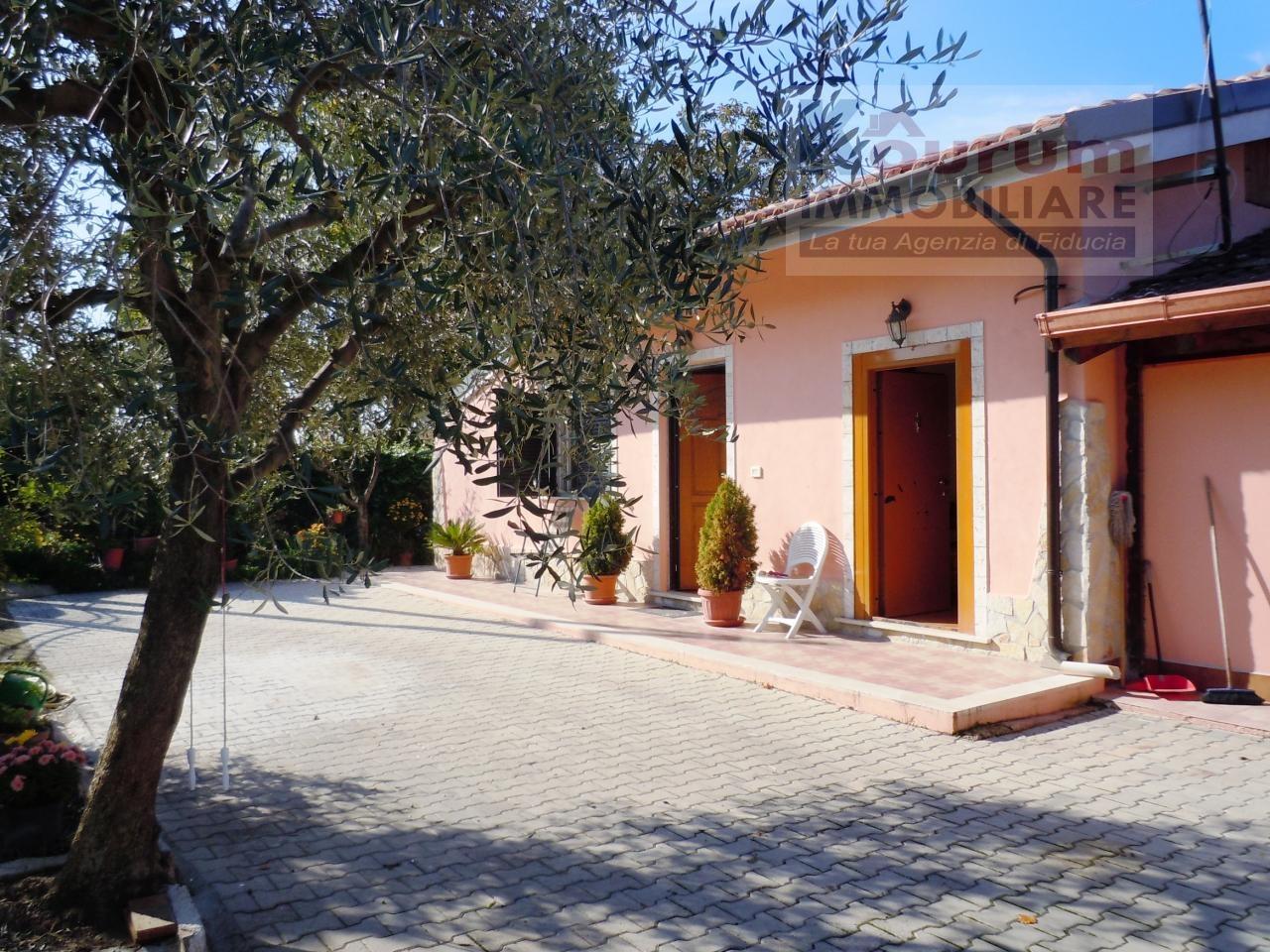 Villa in vendita a Ciampino, 6 locali, zona Località: AcquaAcetosa, prezzo € 299.000   CambioCasa.it