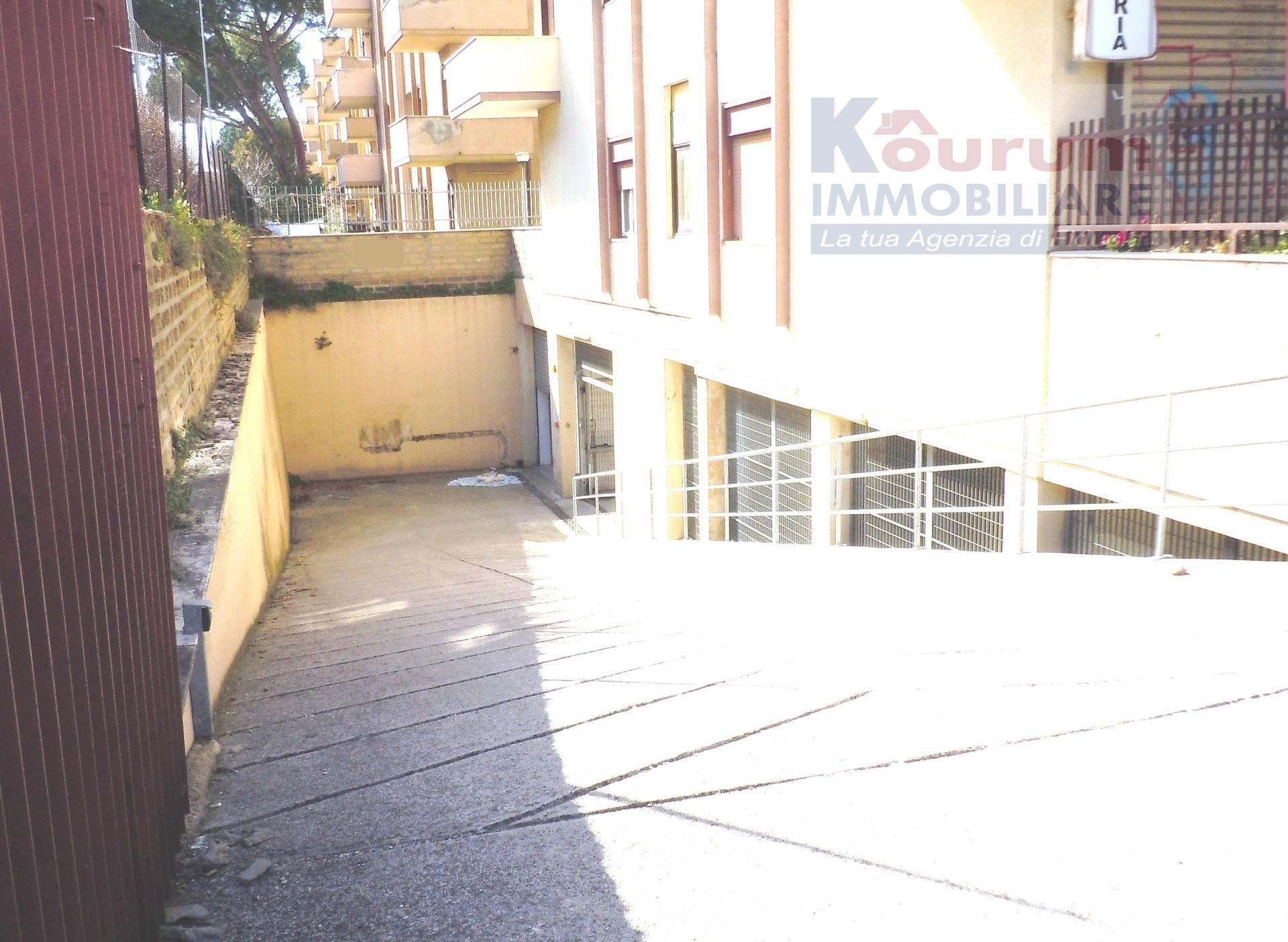 Box / Garage in vendita a Ciampino, 9999 locali, zona Località: MuradeiFrancesi, prezzo € 29.000   CambioCasa.it