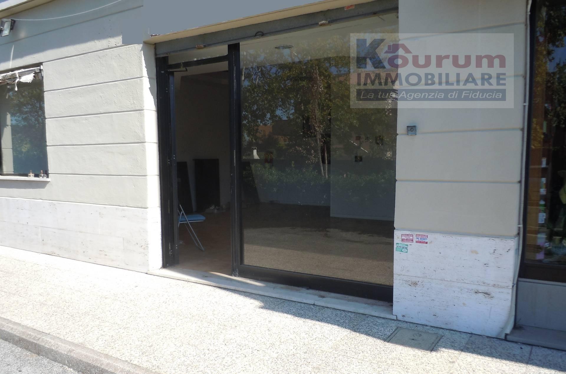 Negozio / Locale in Vendita a Ciampino