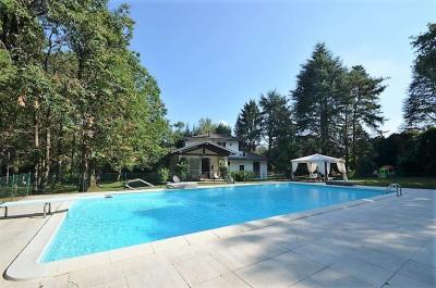 Villa for Sale to Cantù