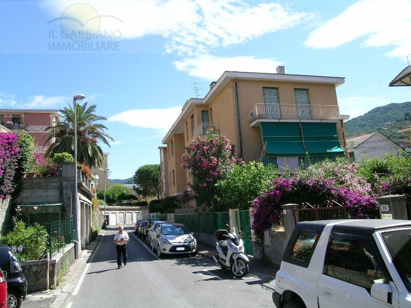 Appartamento in affitto a Recco, 4 locali, zona Località: centrale, prezzo € 600 | Cambio Casa.it