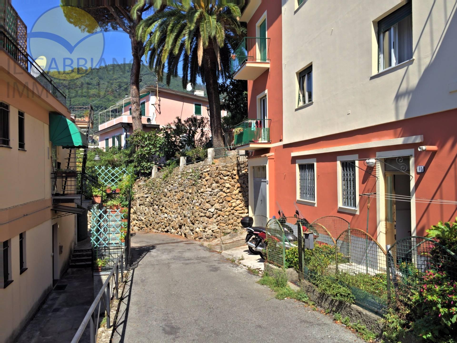 Appartamento in affitto a Recco, 3 locali, zona Località: centrale, prezzo € 400 | Cambio Casa.it