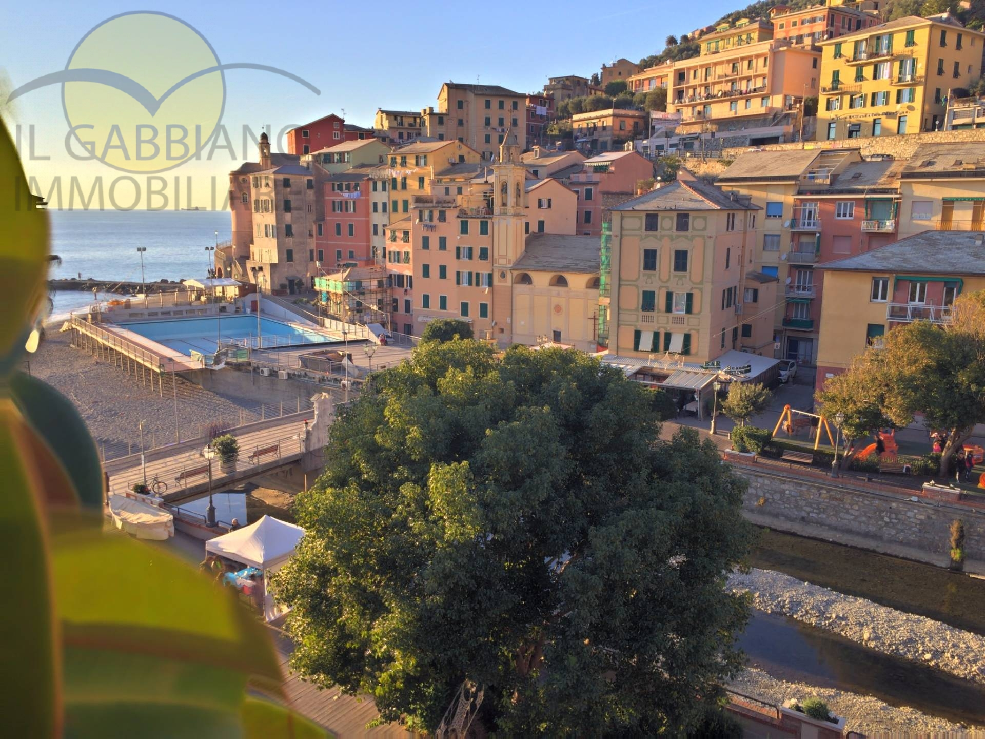 Appartamento in vendita a Sori, 5 locali, zona Località: centro, prezzo € 470.000 | CambioCasa.it