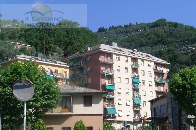 Appartamento in affitto a Recco, 4 locali, zona Località: Centrale, prezzo € 750 | CambioCasa.it