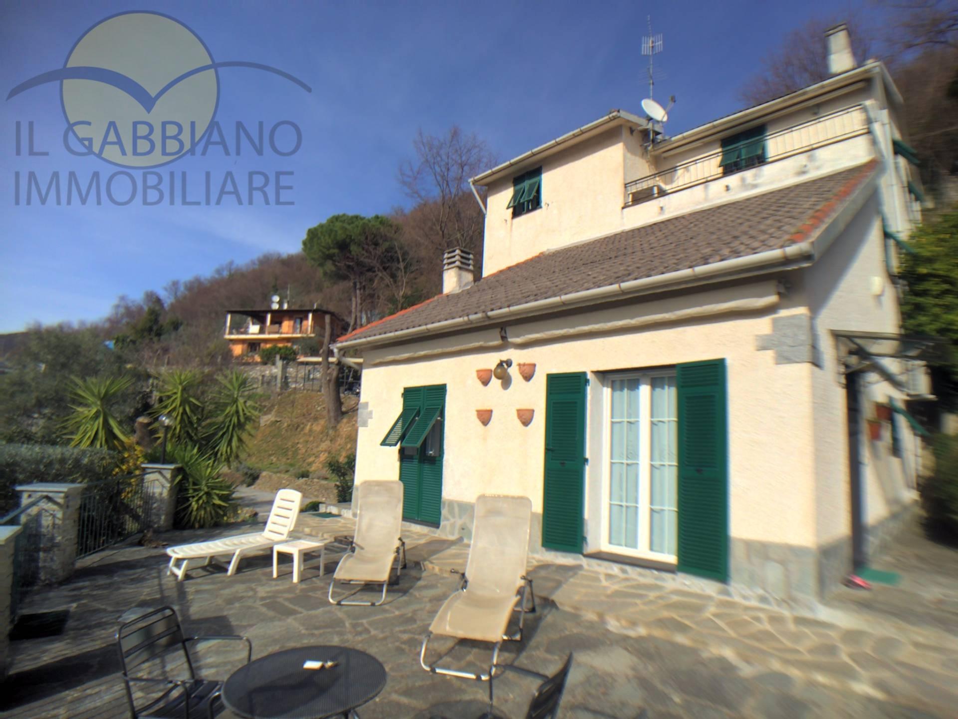 Villa in vendita a Avegno, 9 locali, prezzo € 570.000 | CambioCasa.it