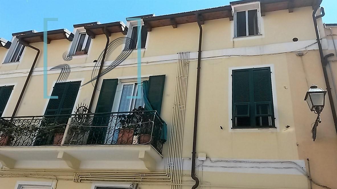 Appartamento in vendita a Albenga, 3 locali, prezzo € 260.000 | Cambio Casa.it