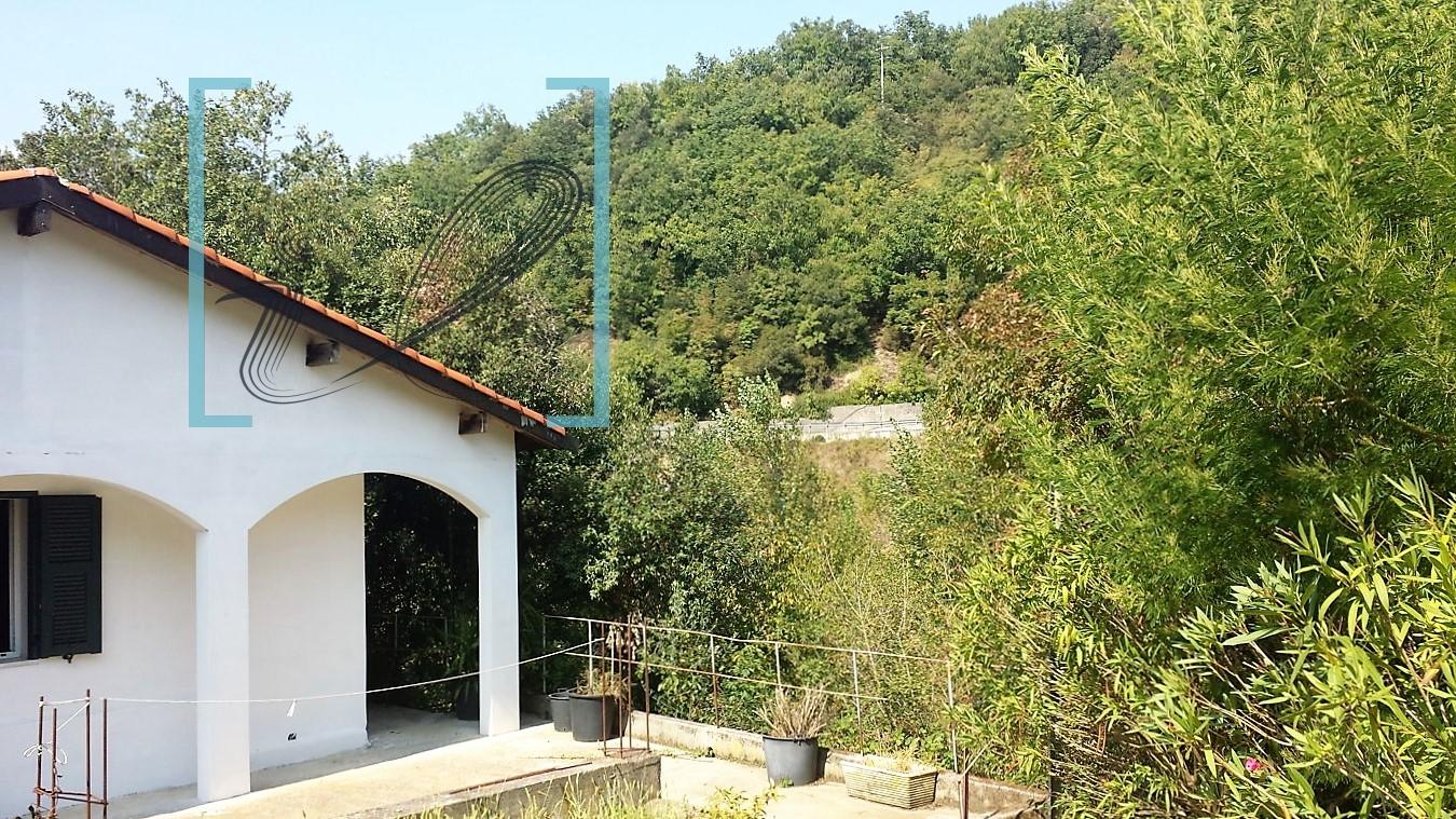Rustico / Casale in vendita a Ranzo, 3 locali, prezzo € 130.000   CambioCasa.it