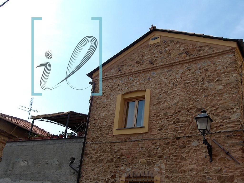 Rustico / Casale in vendita a Albenga, 4 locali, zona Zona: Campochiesa, prezzo € 480.000 | Cambio Casa.it