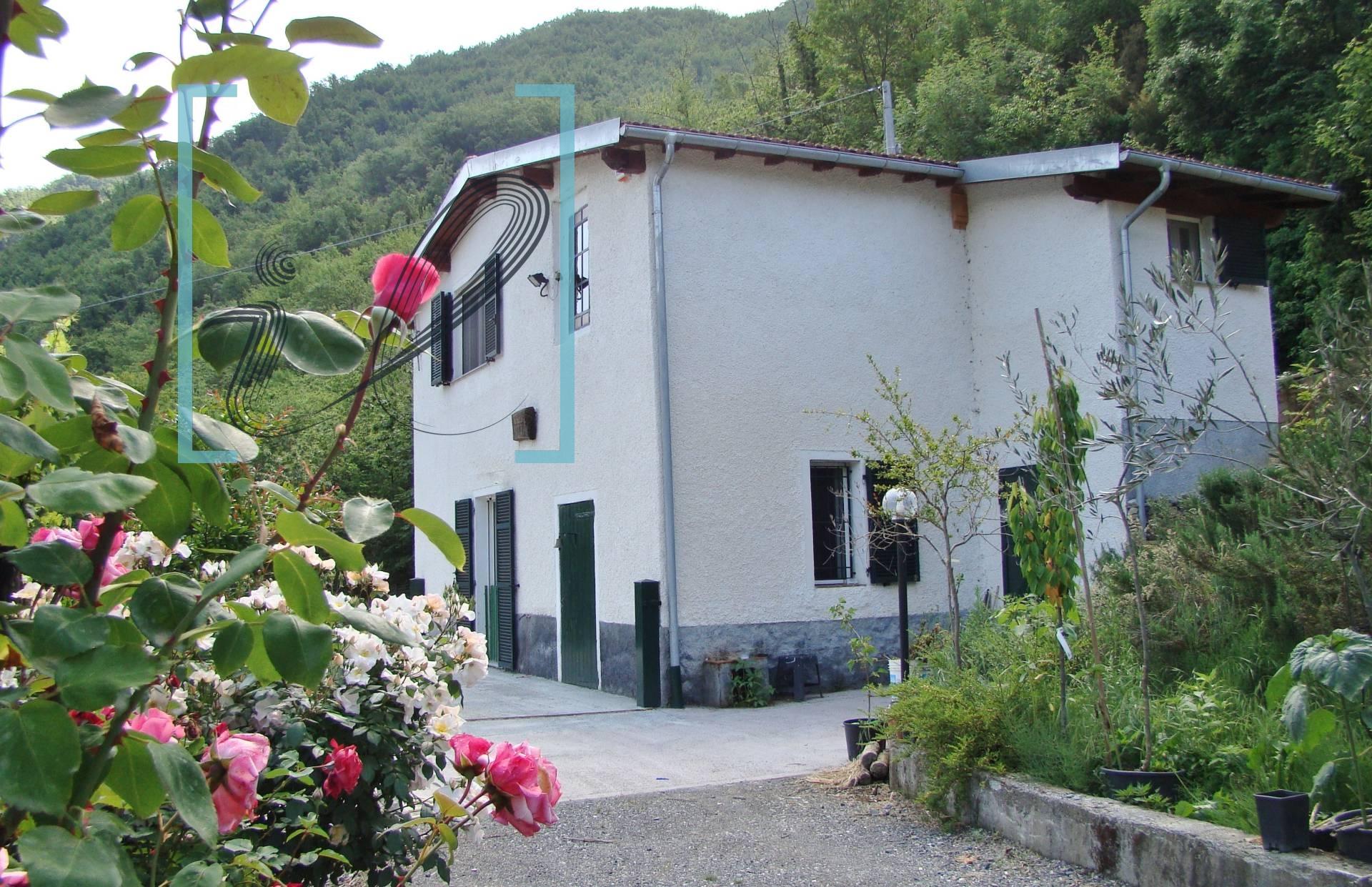 Villa in vendita a Vessalico, 5 locali, prezzo € 190.000 | CambioCasa.it