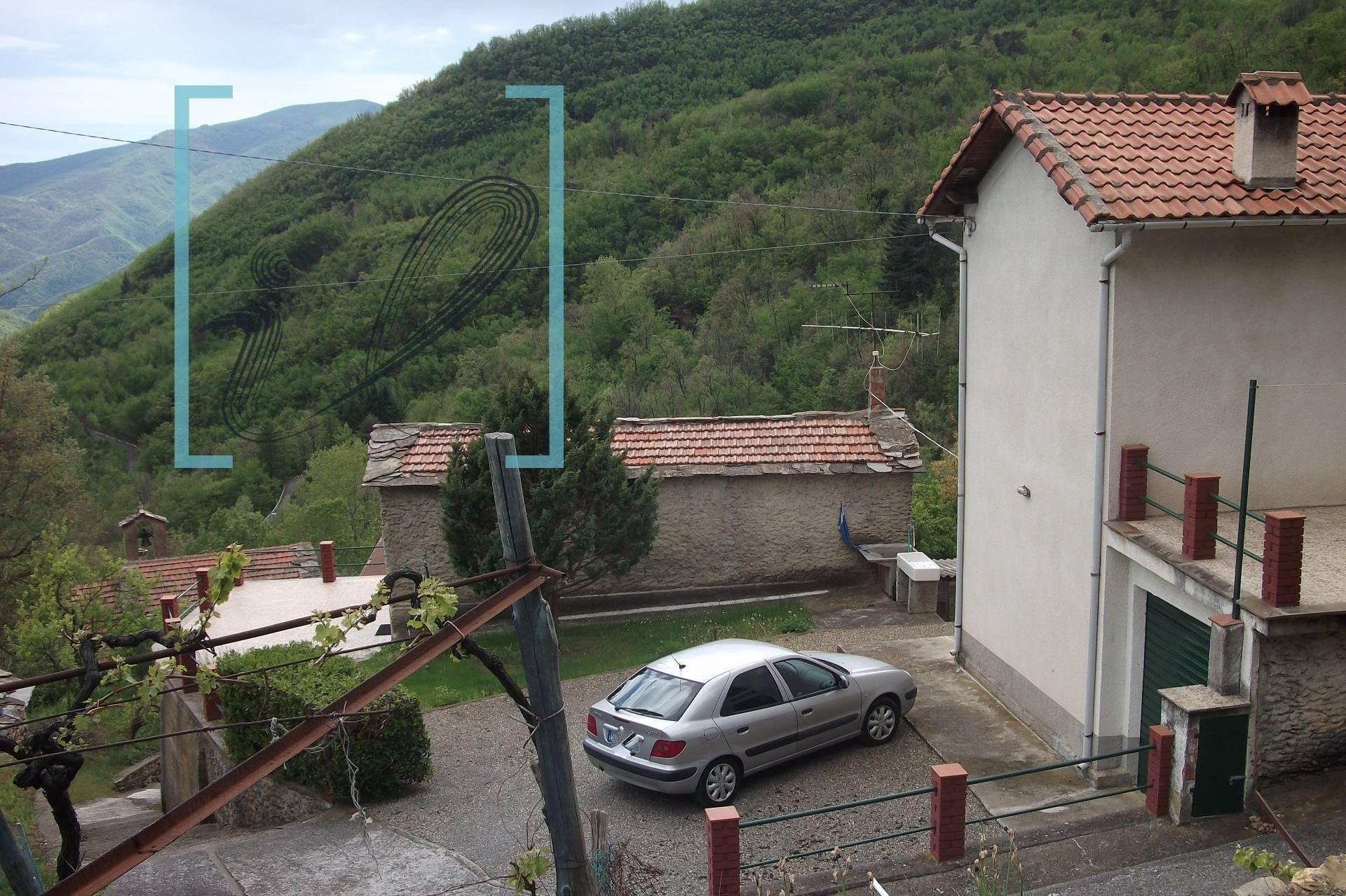 Appartamento in vendita a Armo, 6 locali, prezzo € 160.000 | Cambio Casa.it