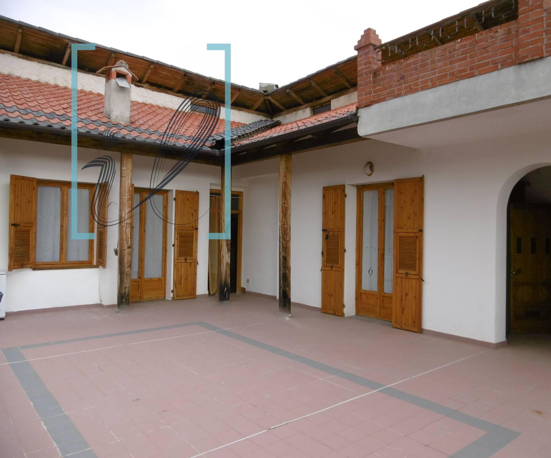 Appartamento in vendita a Armo, 6 locali, prezzo € 90.000 | CambioCasa.it
