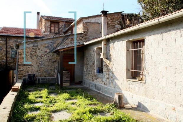 Rustico / Casale in vendita a Ranzo, 5 locali, prezzo € 75.000 | CambioCasa.it