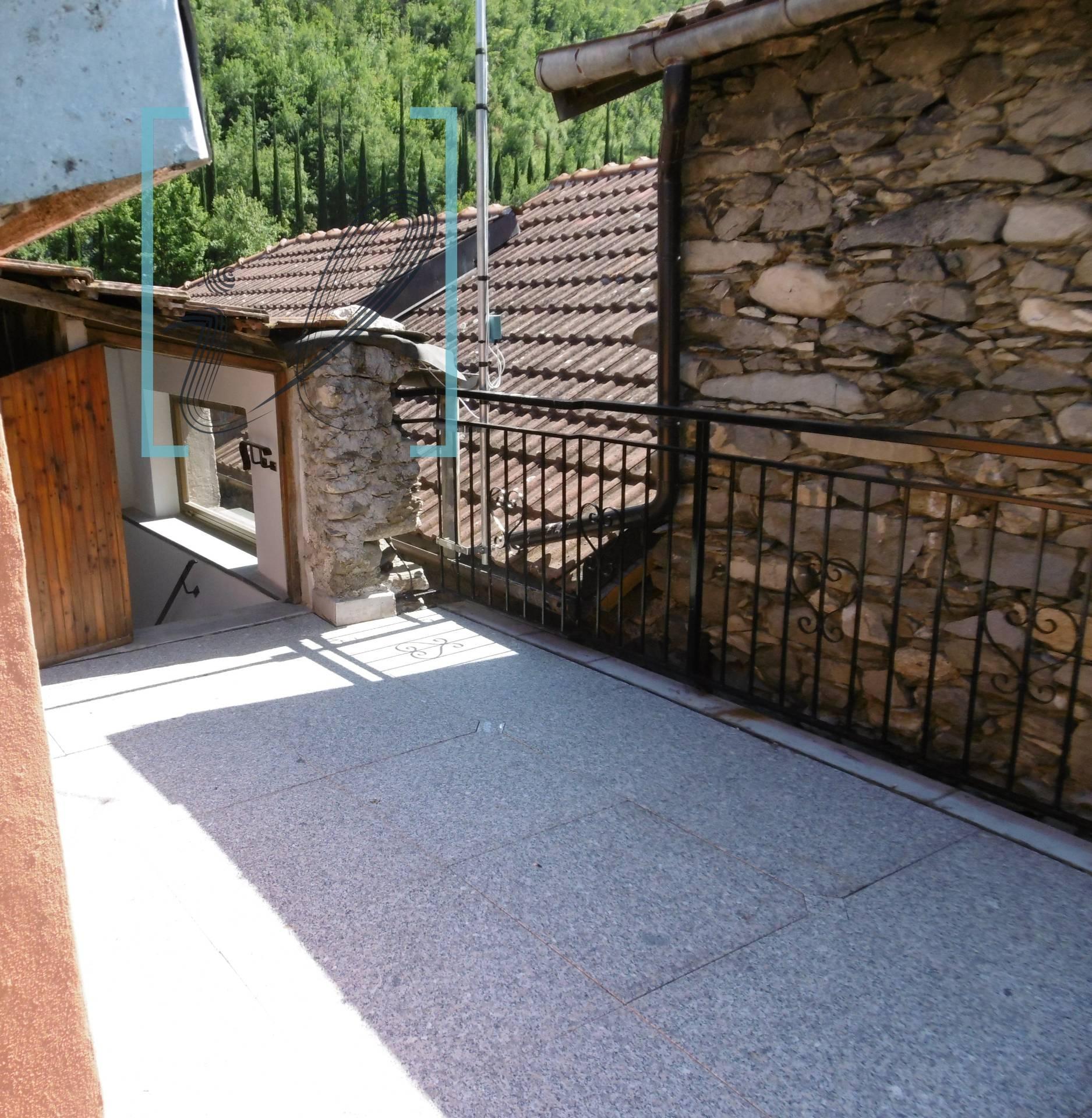 Appartamento in affitto a Vessalico, 6 locali, Trattative riservate | CambioCasa.it