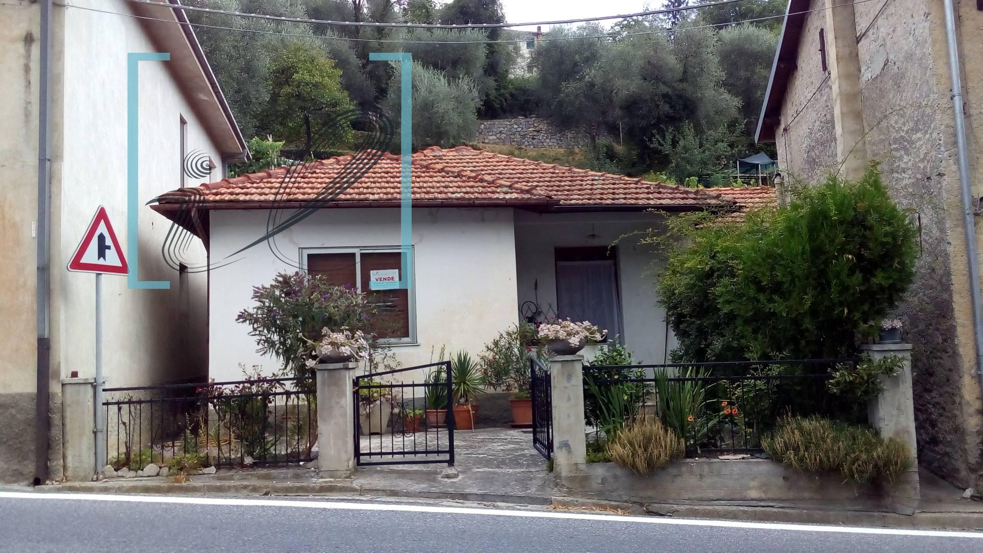 Appartamento in vendita a Pieve di Teco, 3 locali, zona Zona: Acquetico, prezzo € 48.000 | CambioCasa.it