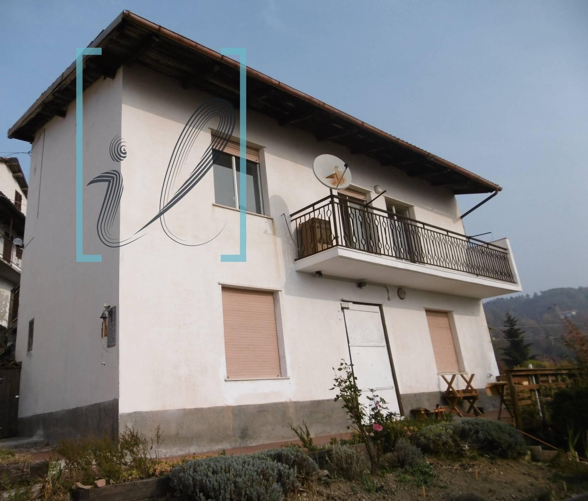 Rustico / Casale in vendita a Perlo, 4 locali, prezzo € 58.000 | CambioCasa.it
