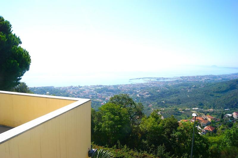 Villa in vendita a Pietra Ligure, 10 locali, Trattative riservate | Cambio Casa.it