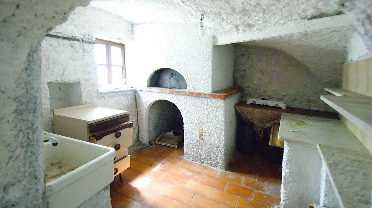 Appartamento in vendita a Calice Ligure, 12 locali, prezzo € 270.000 | Cambio Casa.it