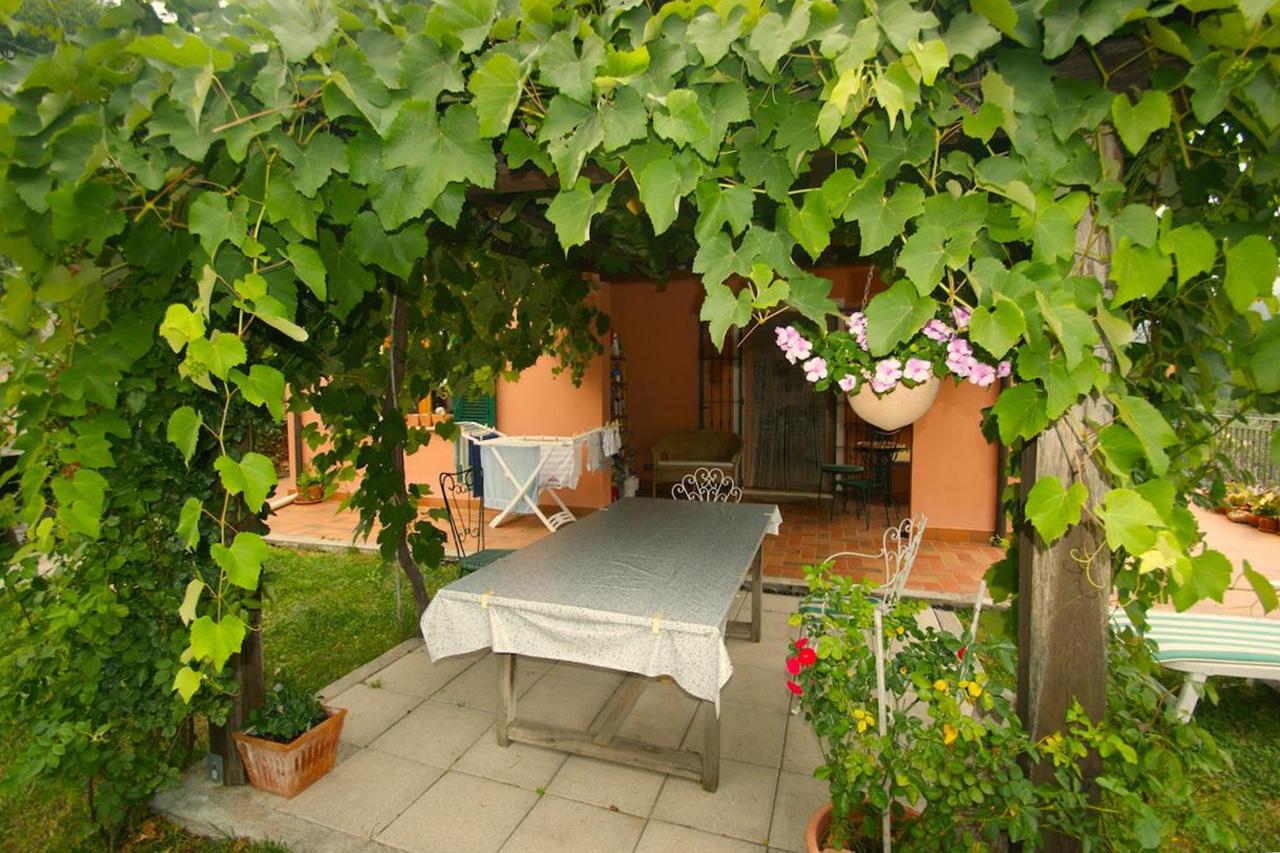 Villa in vendita a Finale Ligure, 7 locali, prezzo € 550.000 | Cambio Casa.it