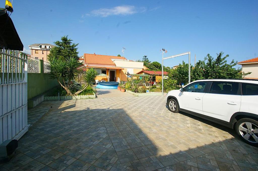 Villa in vendita a Loano, 6 locali, prezzo € 730.000 | Cambio Casa.it