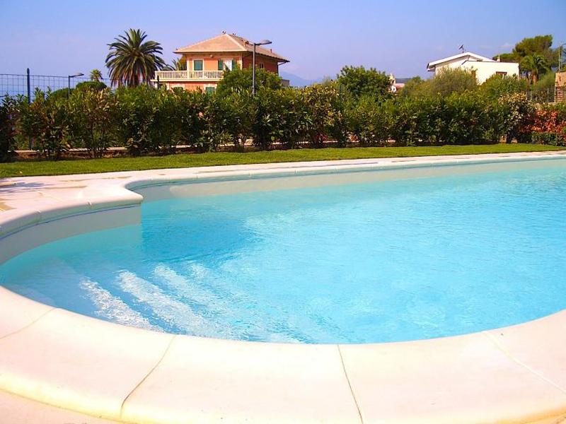 Villa in vendita a Borgio Verezzi, 9 locali, Trattative riservate | CambioCasa.it