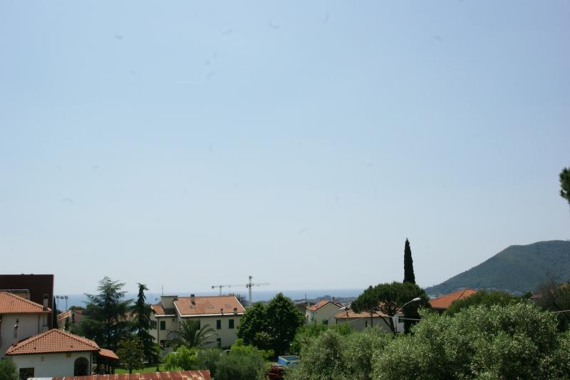 Villa in vendita a Loano, 10 locali, prezzo € 1.100.000 | Cambio Casa.it