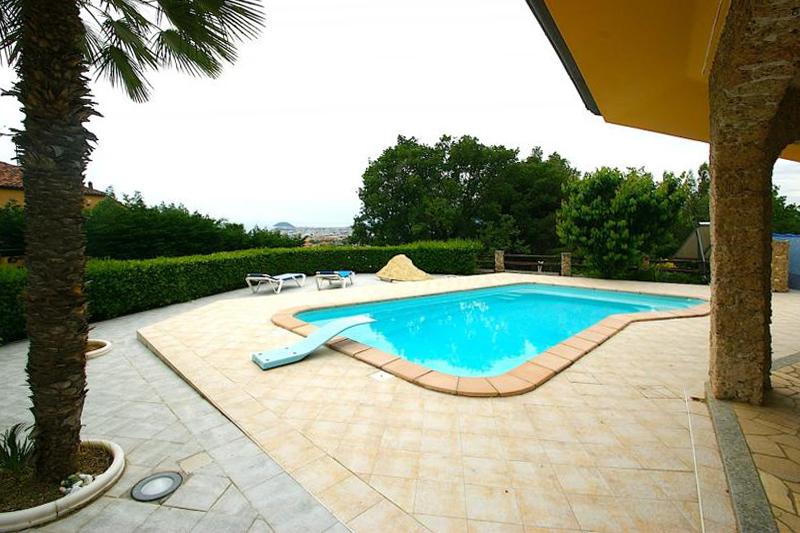Villa in vendita a Ceriale, 15 locali, Trattative riservate | Cambio Casa.it