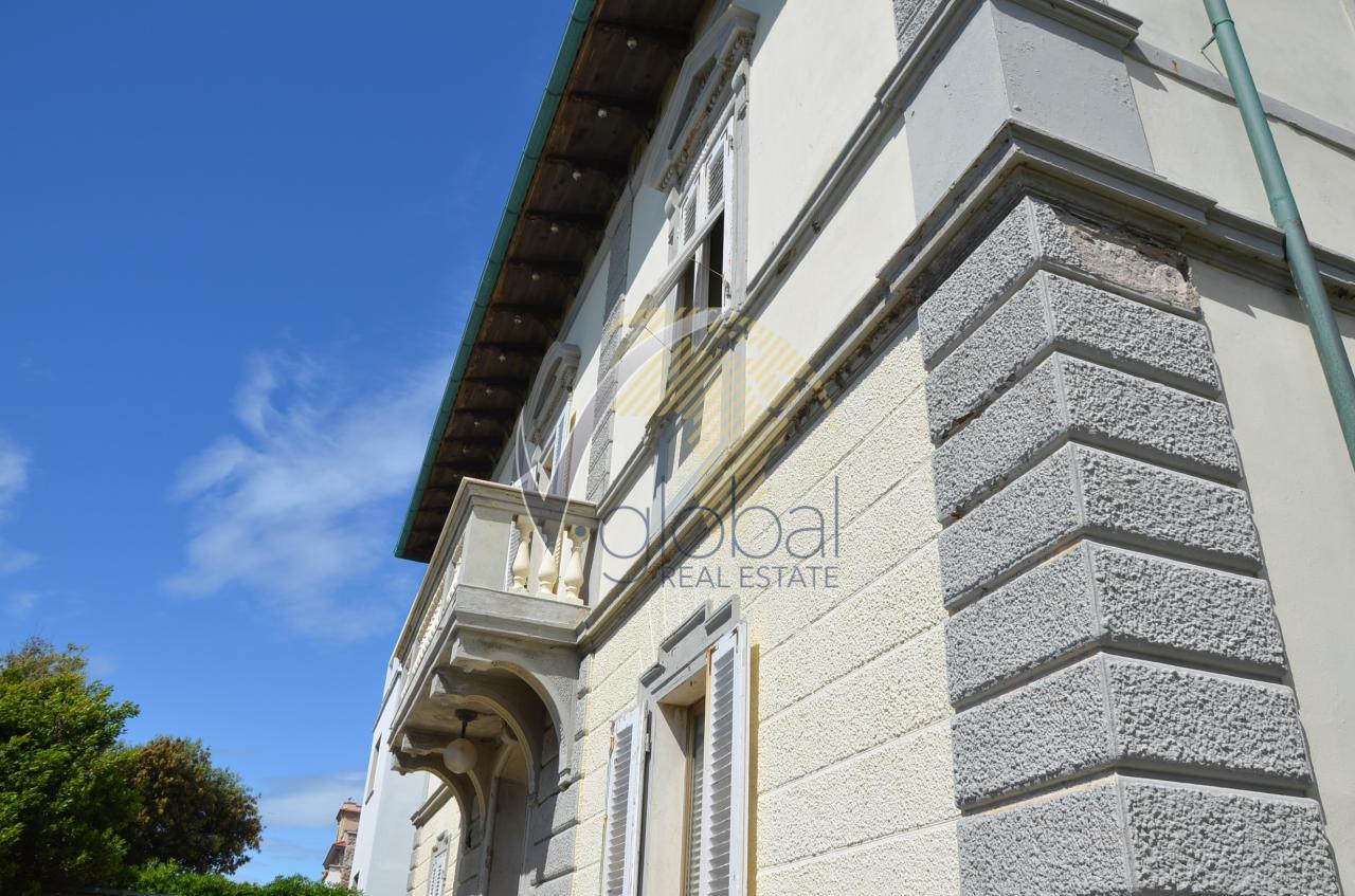 Villa in vendita a Livorno, 11 locali, zona Zona: Antignano, Trattative riservate | Cambio Casa.it