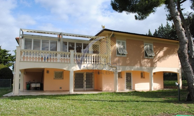 Villa in vendita a Livorno, 10 locali, zona Zona: Montenero, Trattative riservate | Cambio Casa.it