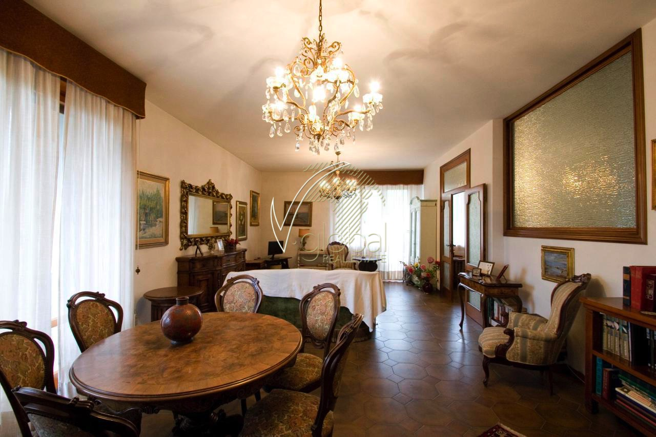 Appartamento in vendita a Livorno, 9 locali, zona Zona: Antignano, prezzo € 980.000 | Cambio Casa.it