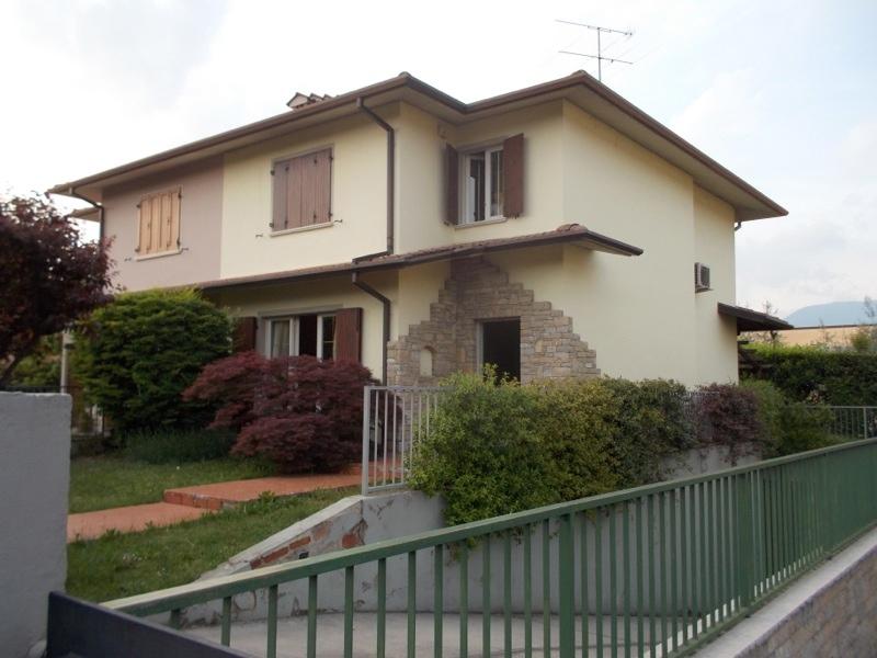 Villa Bifamiliare in Vendita a Rezzato