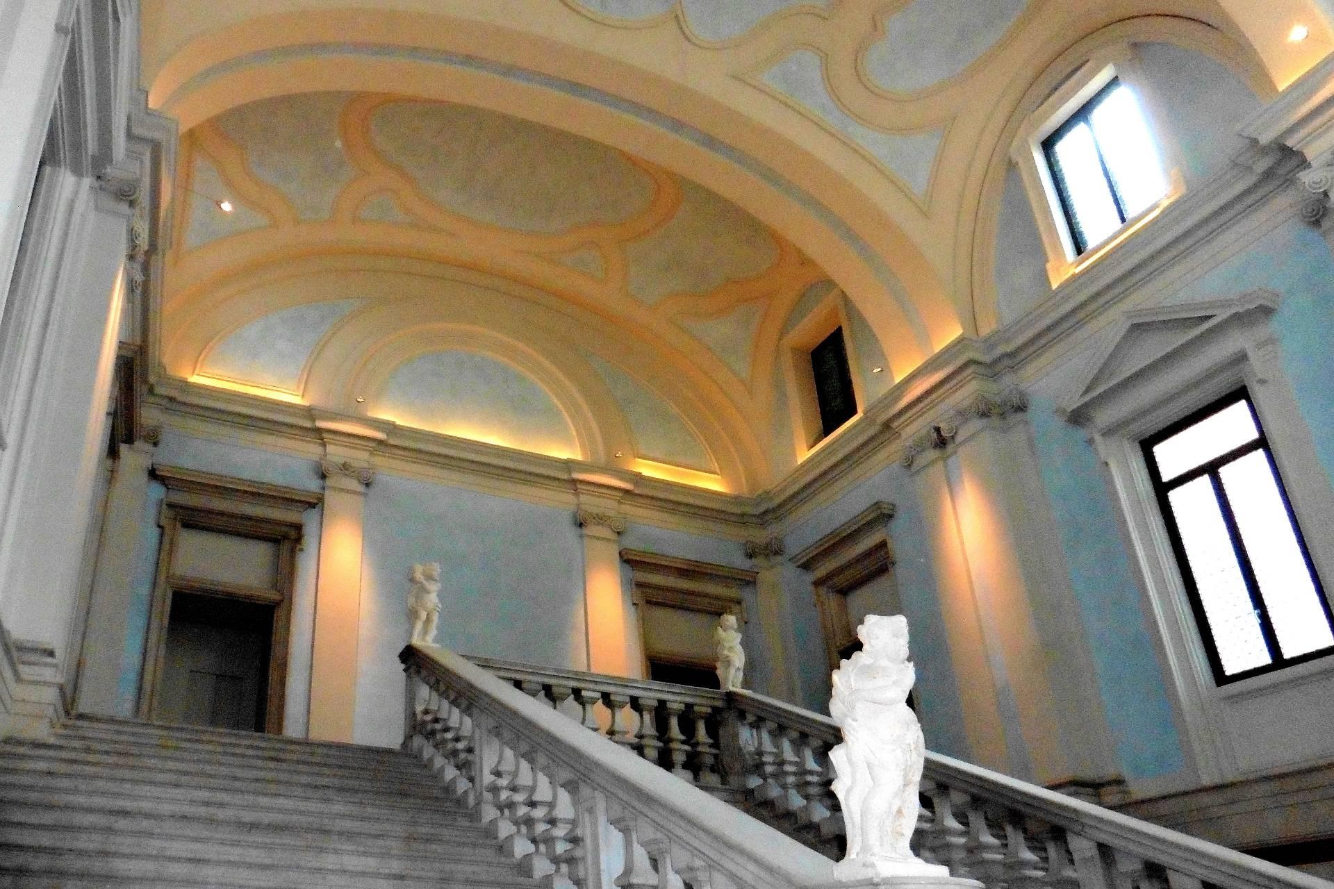 Palazzo / Stabile in vendita a Brescia, 15 locali, zona Località: 1-CENTROSTORICO, Trattative riservate | CambioCasa.it