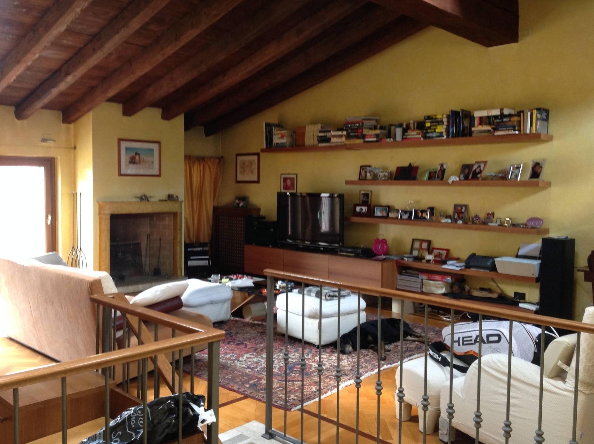 Palazzo / Stabile in vendita a Brescia, 5 locali, zona Località: 1-CENTROSTORICO, Trattative riservate | CambioCasa.it
