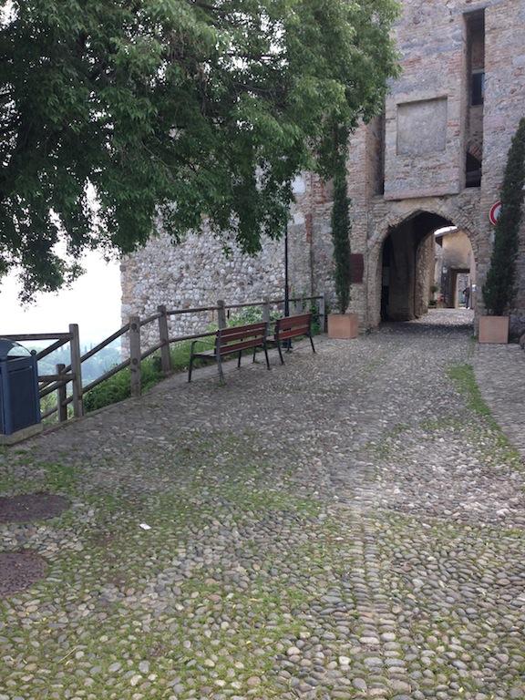 Palazzo / Stabile in Vendita a Padenghe sul Garda