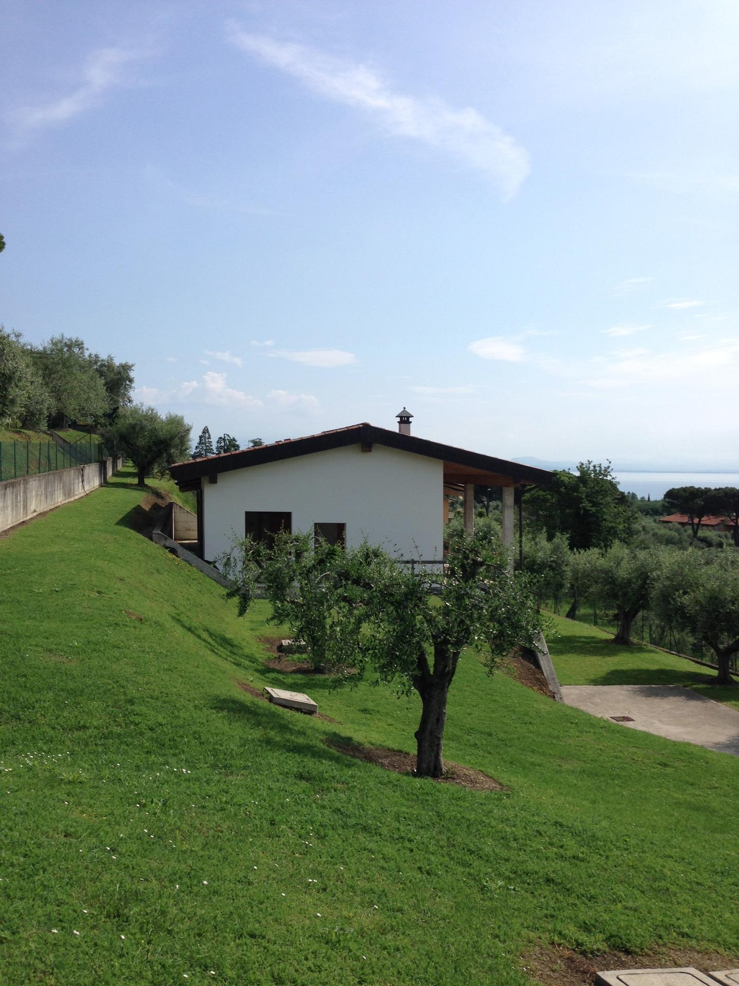 Villa in vendita a Padenghe sul Garda, 6 locali, prezzo € 950.000 | CambioCasa.it