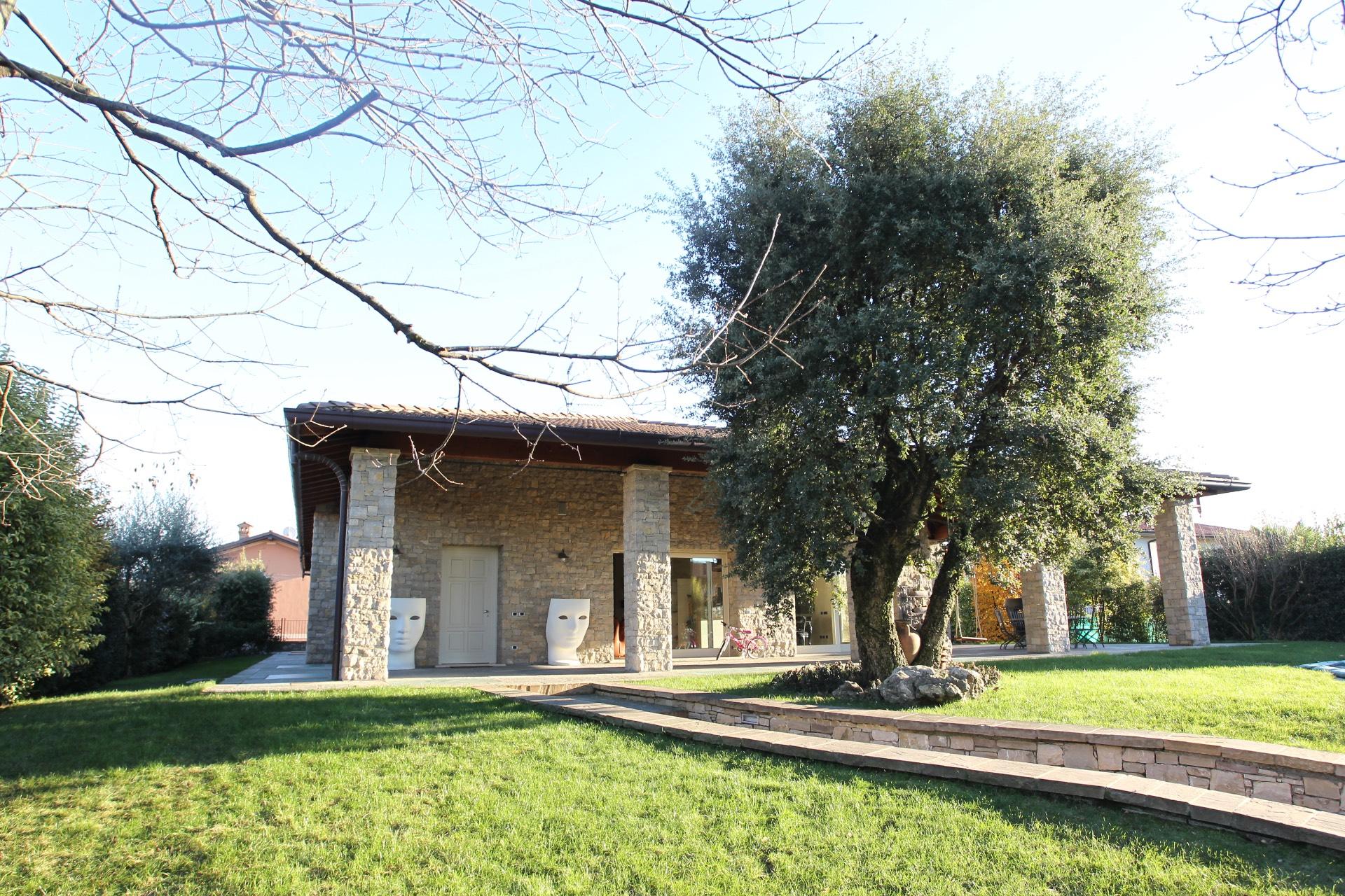 Villa in Vendita a Capriolo