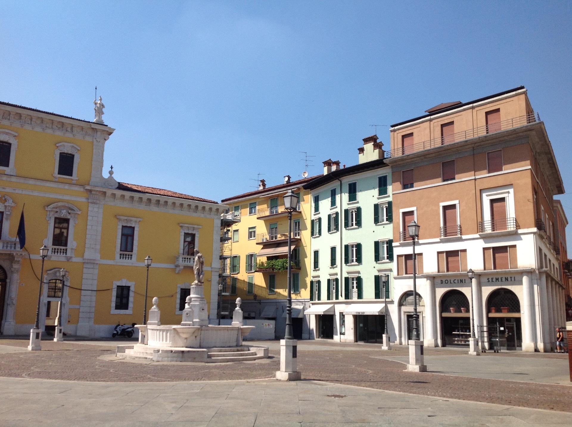 Negozio / Locale in affitto a Brescia, 9999 locali, zona Località: 1-CENTROSTORICO, prezzo € 2.000 | CambioCasa.it