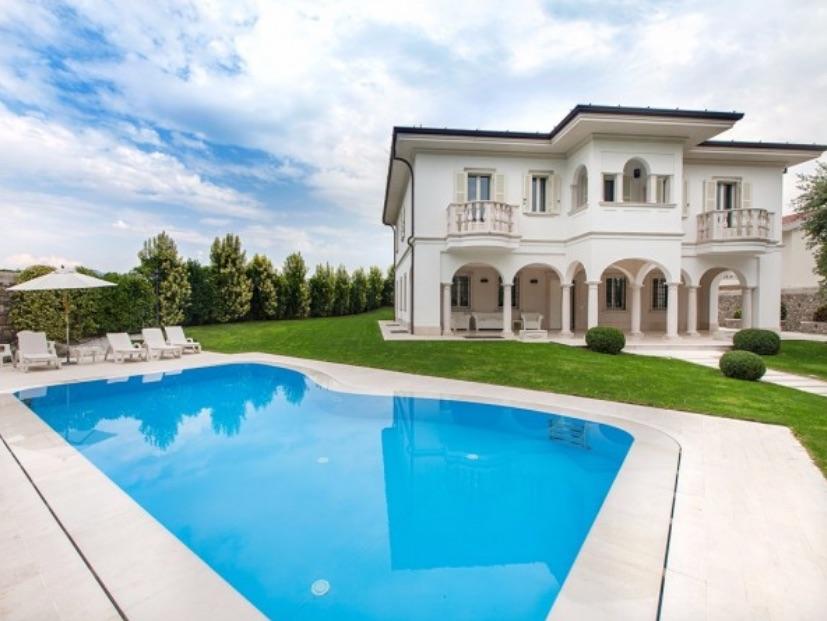 Villa in vendita a Adro, 7 locali, Trattative riservate | CambioCasa.it