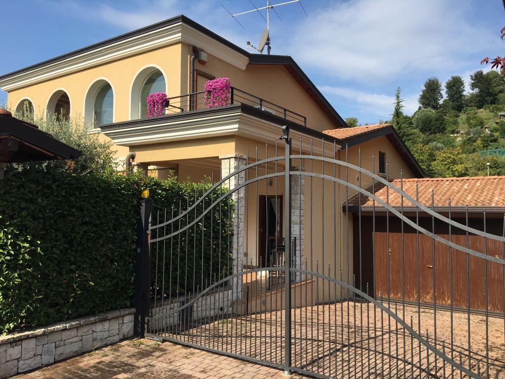 Villa Bifamiliare in Vendita a Gussago