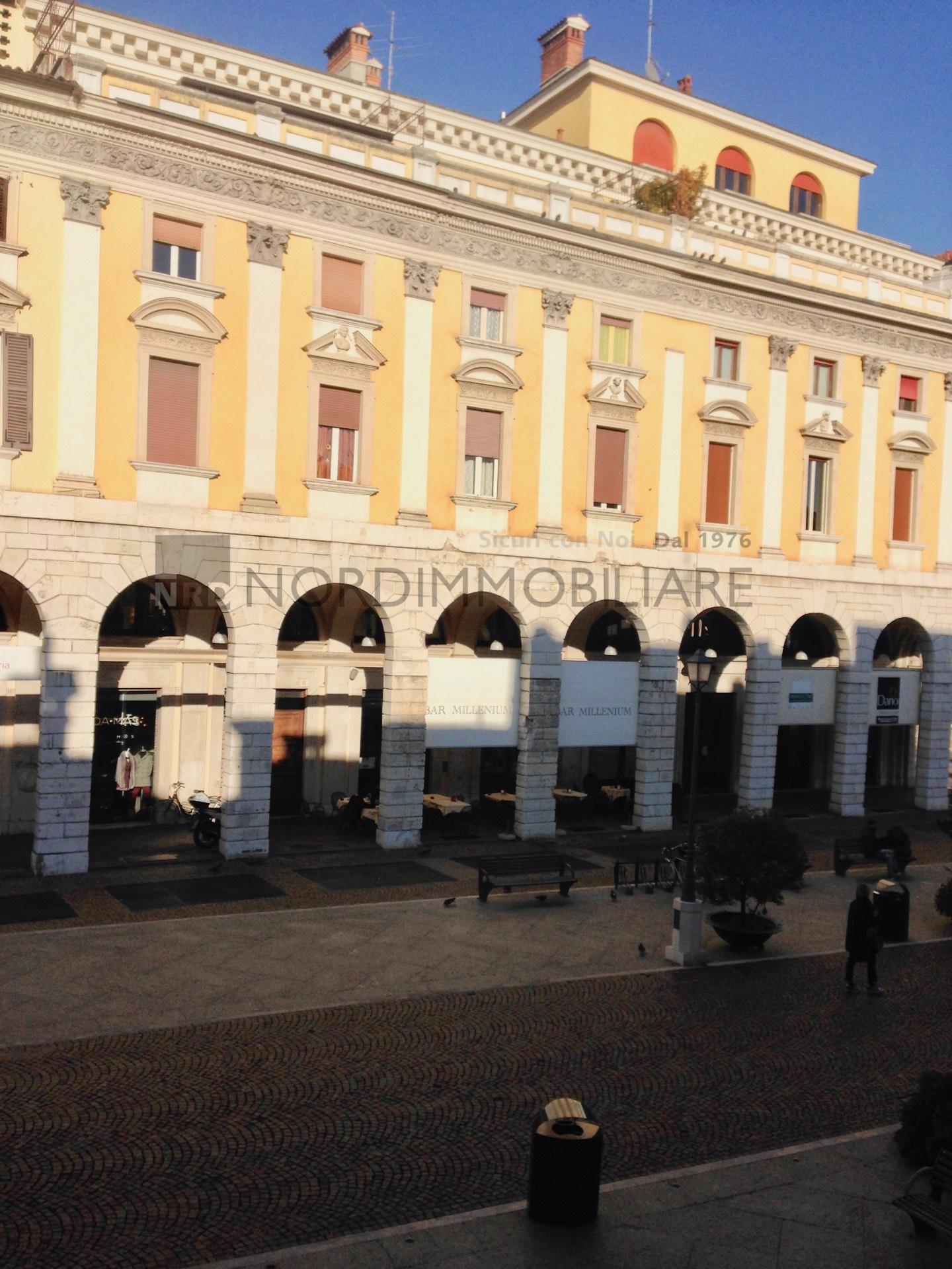 Appartamento in affitto a Brescia, 5 locali, zona Località: 1-CENTROSTORICO, prezzo € 2.000 | CambioCasa.it