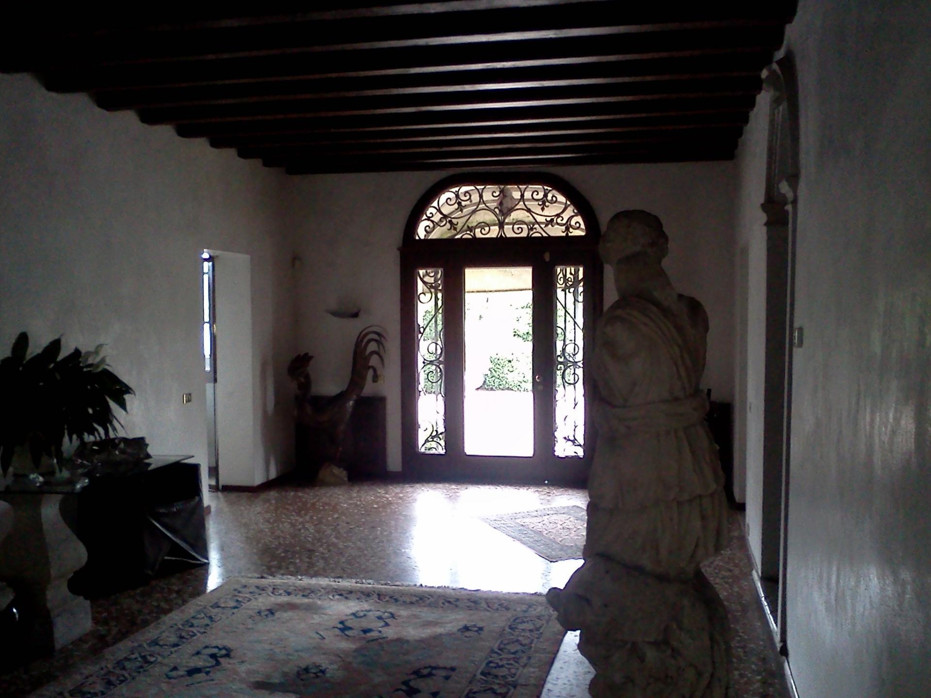 Villa in vendita a Paese, 16 locali, zona Zona: Castagnole, prezzo € 855.000 | CambioCasa.it