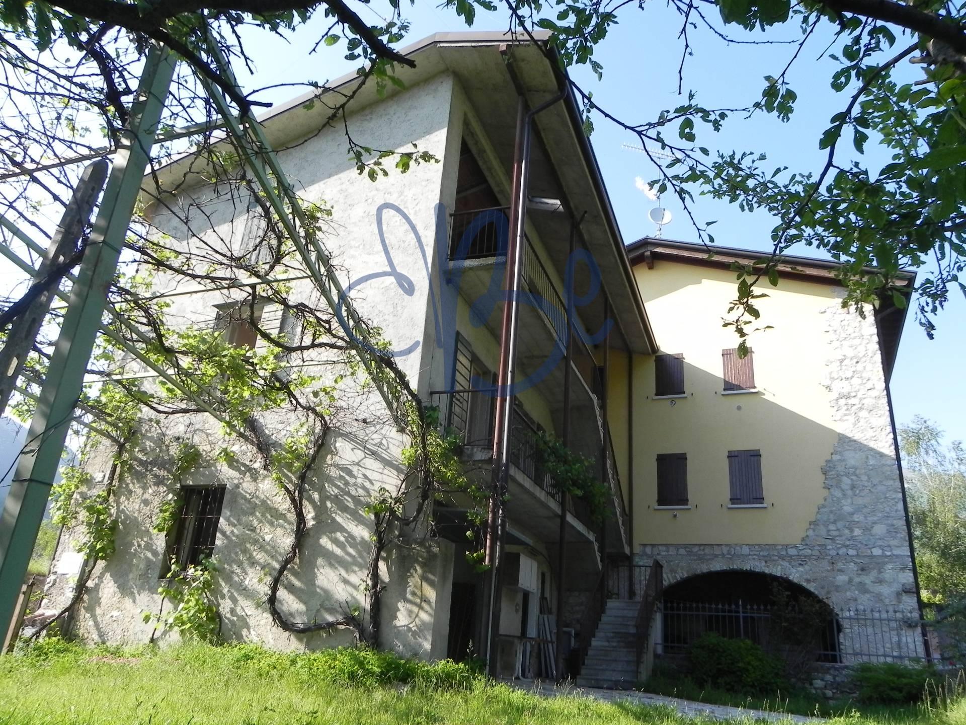 Rustico / Casale in vendita a Gardone Riviera, 3 locali, zona Località: SanMichele, prezzo € 165.000 | Cambio Casa.it