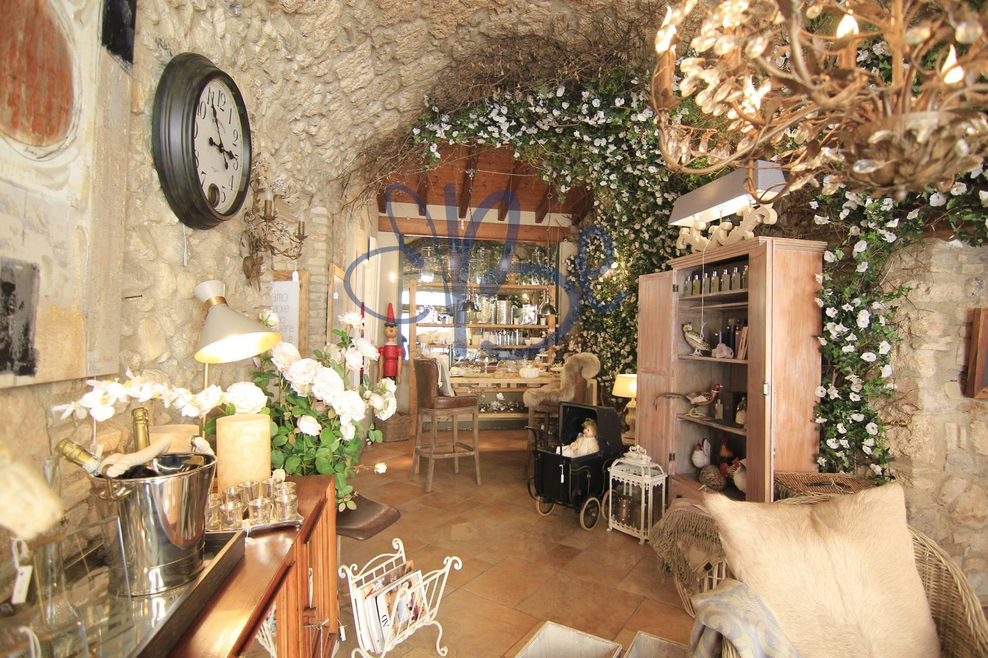 Negozio / Locale in affitto a Salò, 9999 locali, zona Località: Salò-Centro, prezzo € 4.500 | Cambio Casa.it