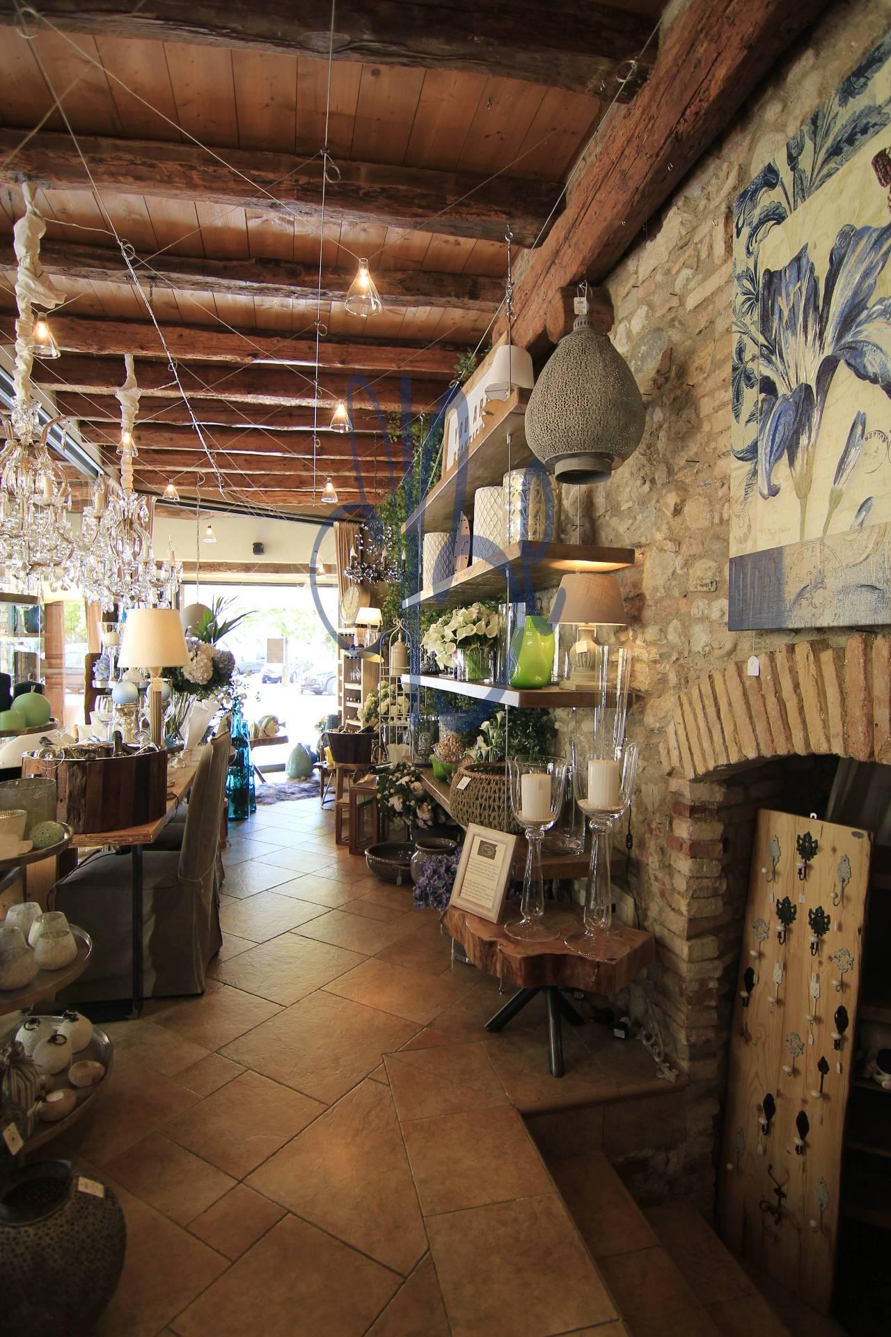 Negozio / Locale in affitto a Salò, 9999 locali, zona Località: Salò-Centro, prezzo € 2.700 | Cambio Casa.it