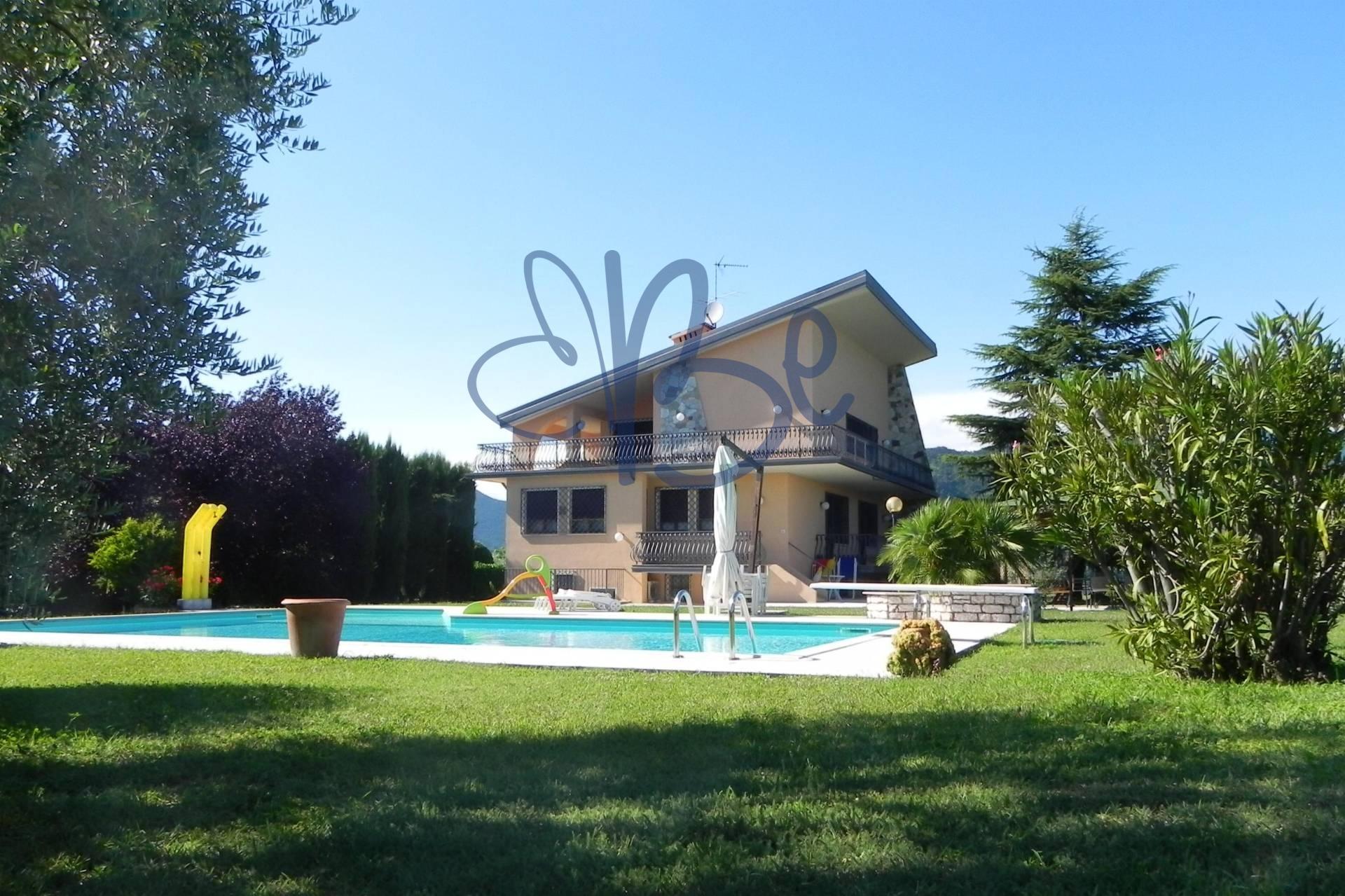 Villa in vendita a San Felice del Benaco, 8 locali, prezzo € 900.000 | Cambio Casa.it