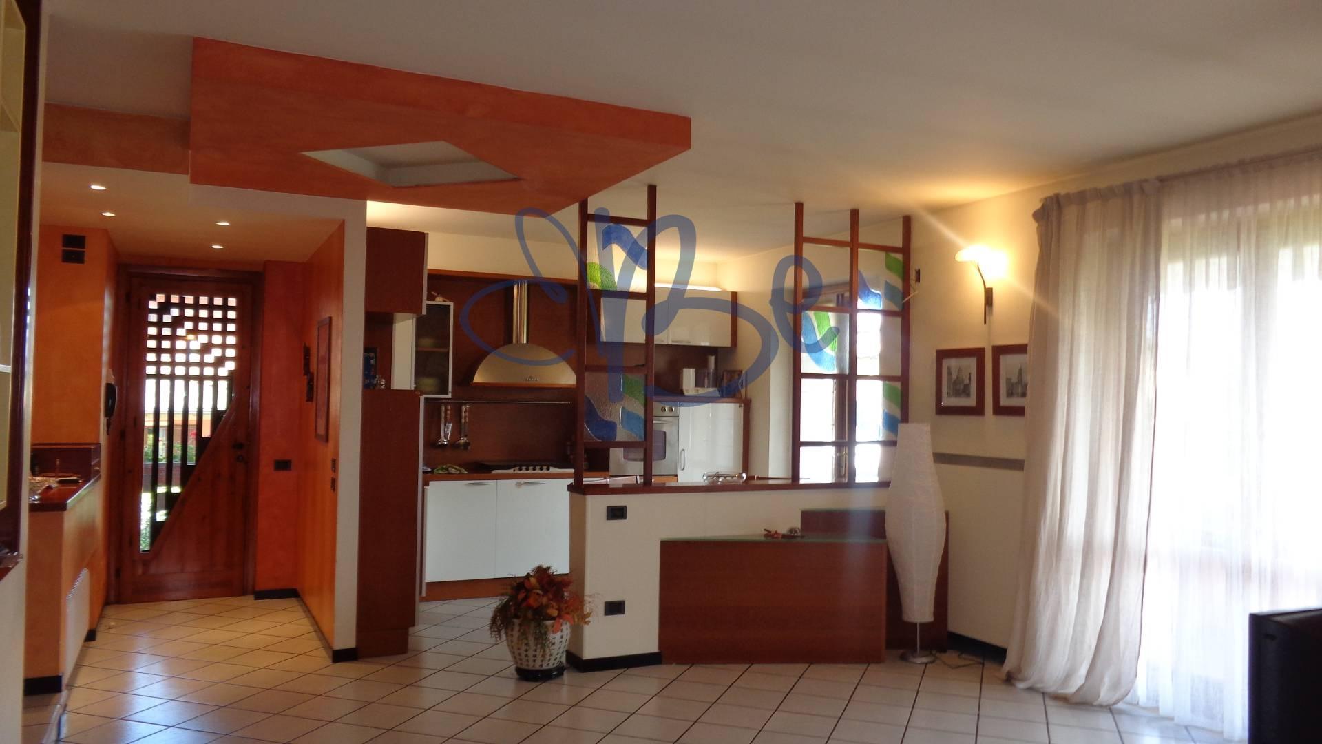 Soluzione Indipendente in vendita a Puegnago sul Garda, 6 locali, prezzo € 340.000   Cambio Casa.it
