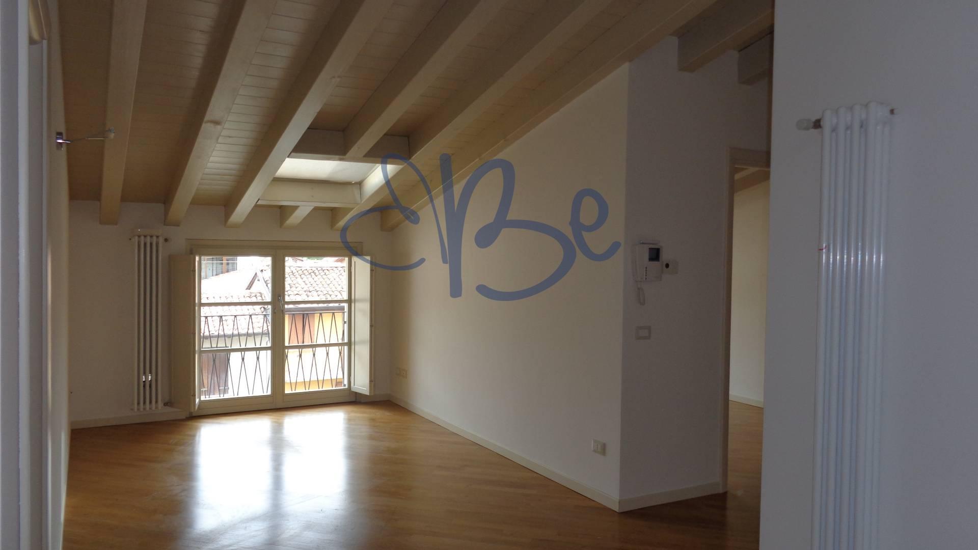 Appartamento in affitto a San Felice del Benaco, 3 locali, prezzo € 240.000 | Cambio Casa.it