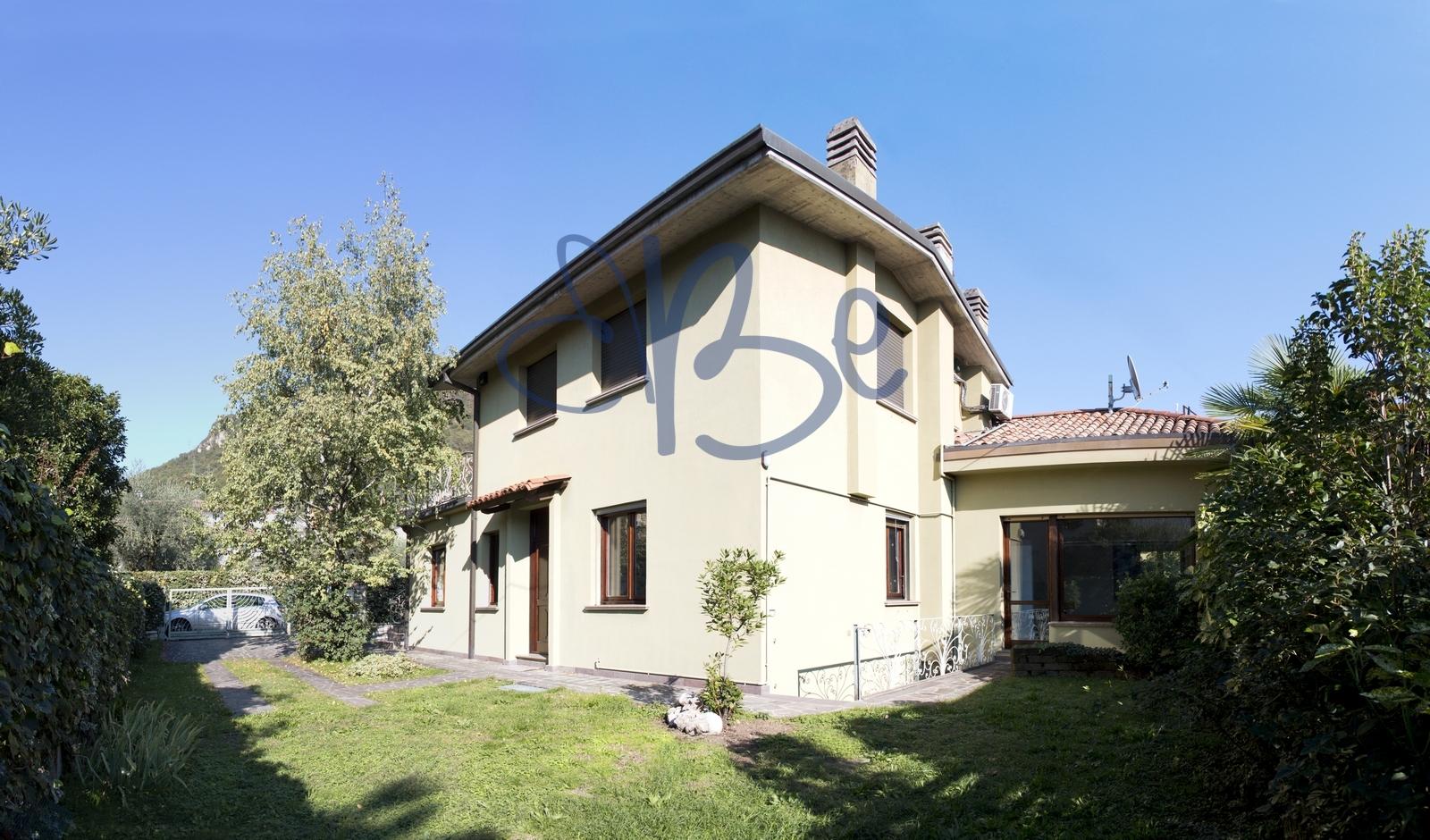 Villa in vendita a Salò, 6 locali, prezzo € 560.000 | Cambio Casa.it