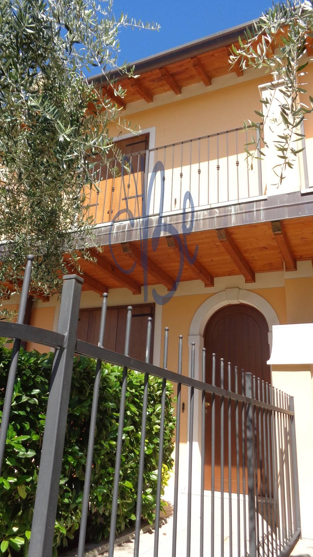 Villa a Schiera in vendita a San Felice del Benaco, 3 locali, zona Zona: Portese, prezzo € 260.000 | Cambio Casa.it