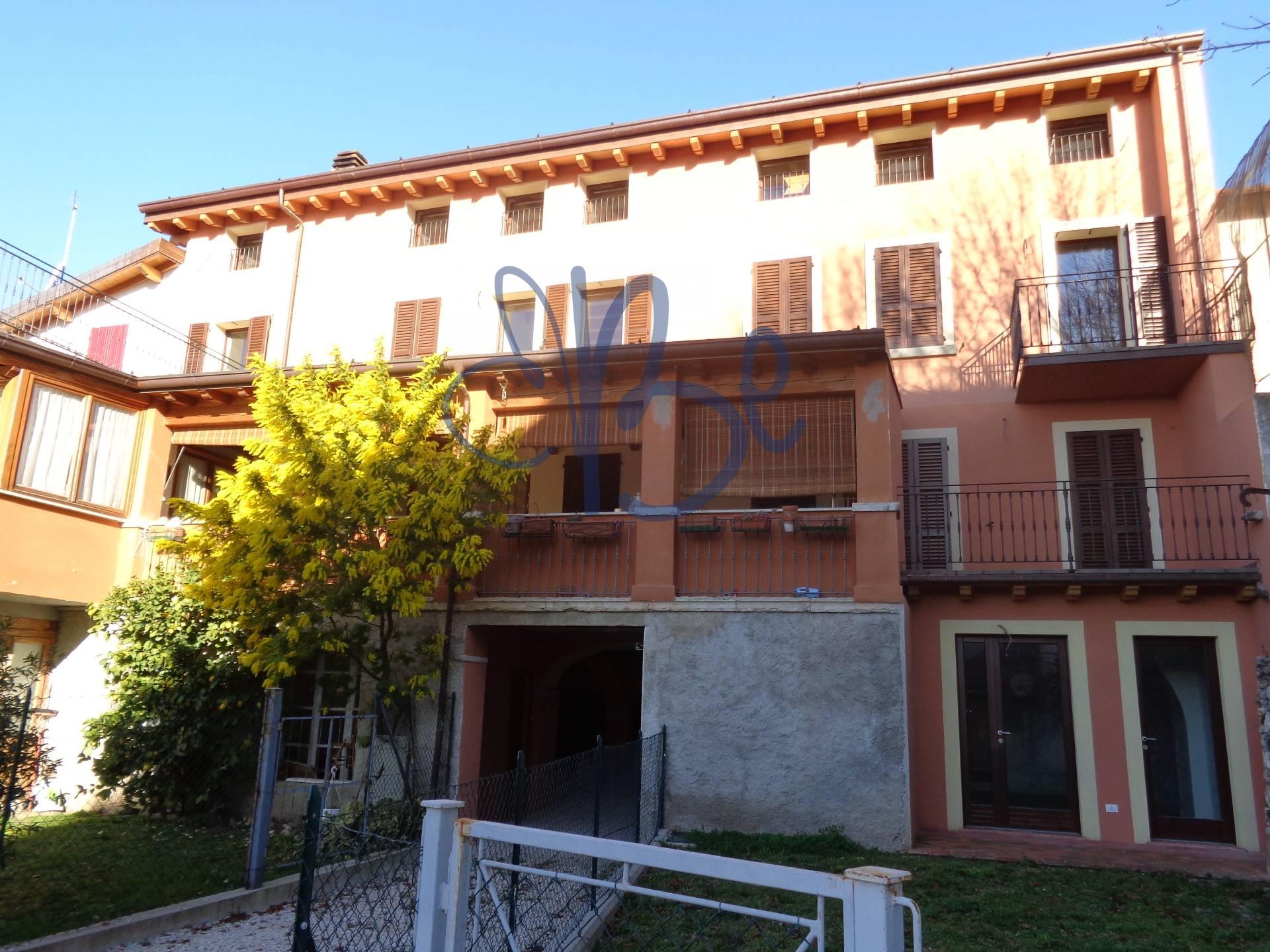 Attico / Mansarda in Vendita a Toscolano-Maderno