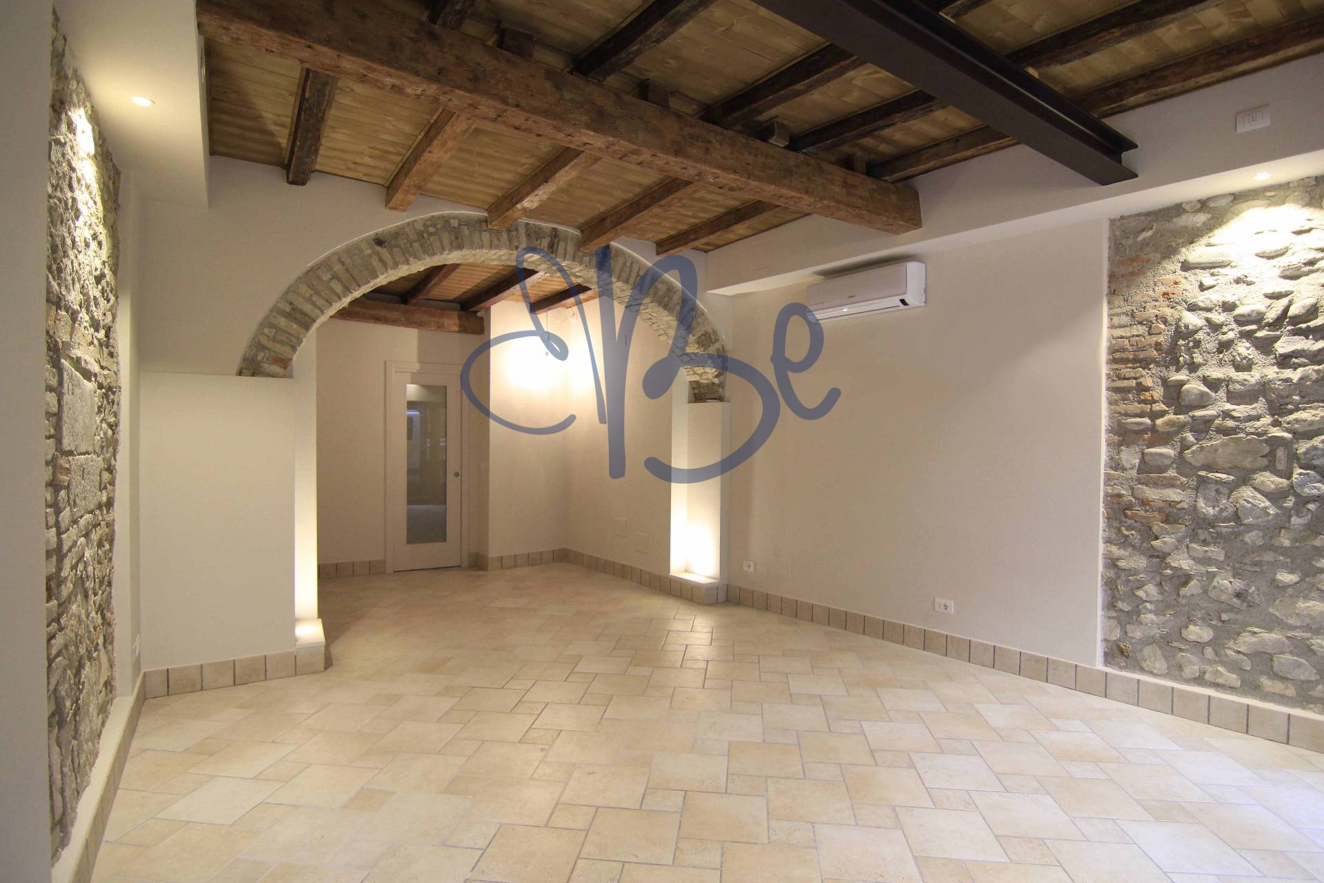 Negozio / Locale in affitto a Salò, 9999 locali, zona Località: Salò-Centro, prezzo € 600 | Cambio Casa.it